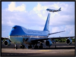 VC-25A Air Force One, Dwa, Boeingi